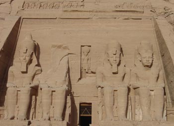 Abou Simbel grand temple Rameses 2
